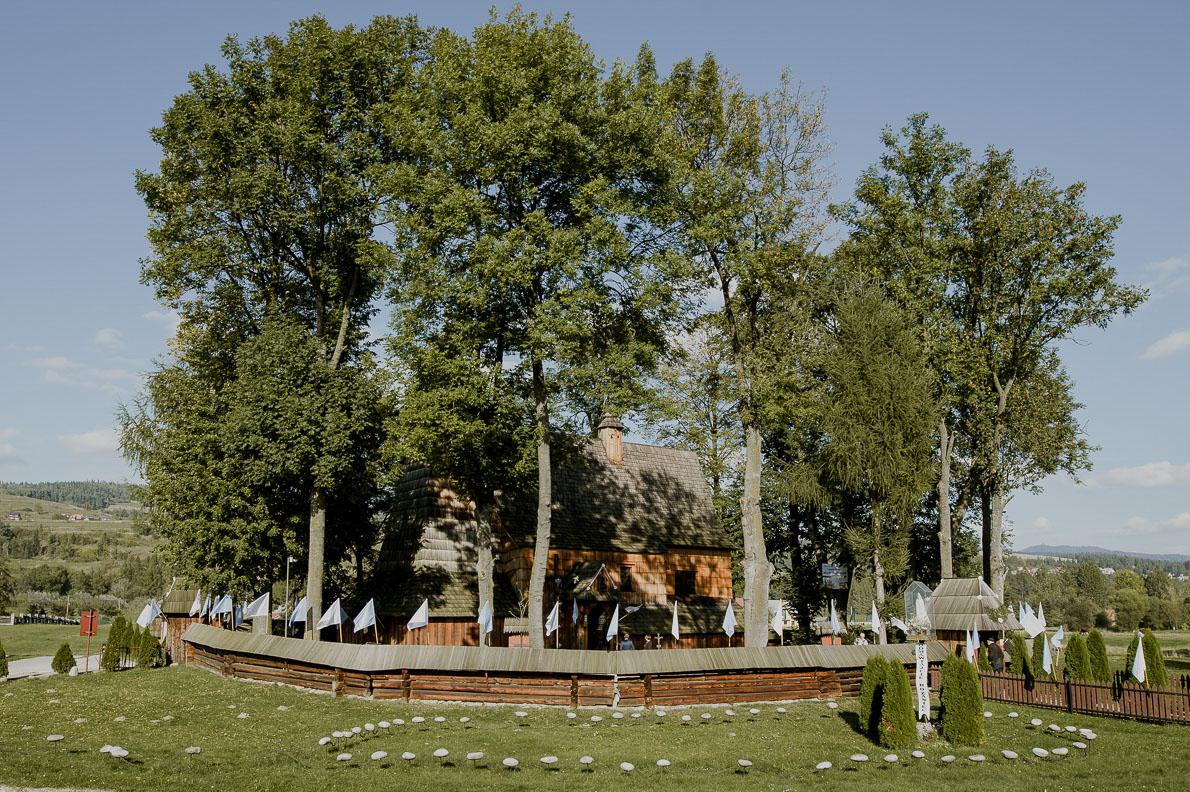 Magda i Marek – pełny uczuć ślub w Dębnie, a wesele w Karczmie KOLIBA